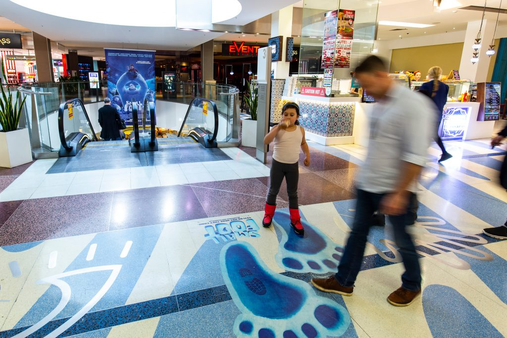 Small foot retail advertising in shopping centre